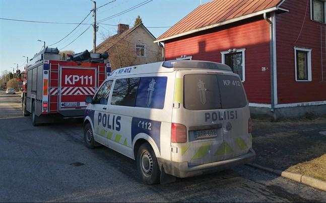 En person eldade skräp i en klotgrill och orsakade brandlarm i Karleby på fredagseftermiddagen.