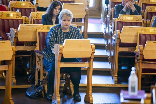 Norges statsminister Erna Solberg har begärt och fått utökade befogenheter av stortinget.