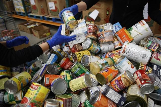I Storbritannien finns organisationer som skänker mat till behövande, så kallade food banks. Arkivbild.