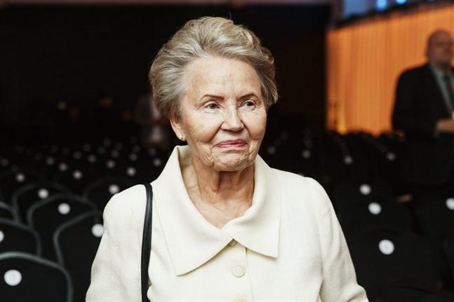Fru Eeva Ahtisaari.