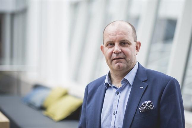 En av de stora frågorna är hur undervisningen ska ordnas så att inte lärarna tvingas ha både närundervisning och distansundervisning samtidigt, säger Christer Holmlund som är ordförande för Finlands svenska lärarförbund FSL.