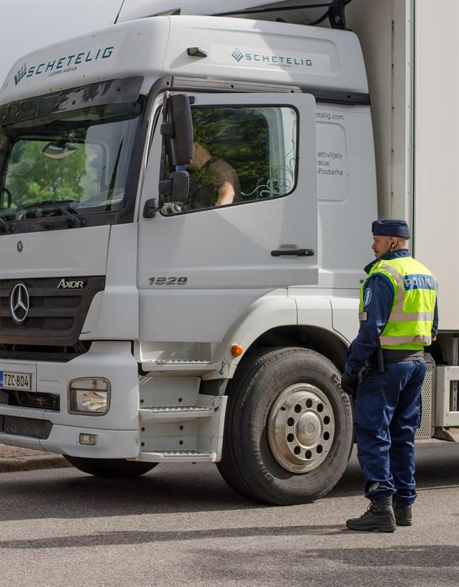Tullen preciserar sin definition av godstrafik för att minska spridningen av coronavirset och att färre missförstånd ska uppstå vid gränserna.