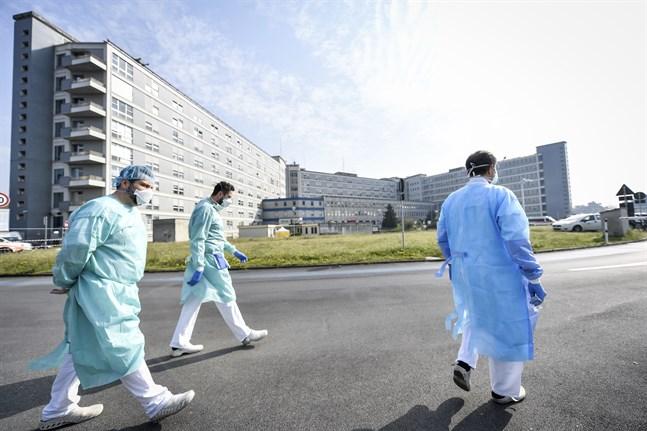 Vårdpersonal i Cremona, en av platserna i Italien som har många virusfall.