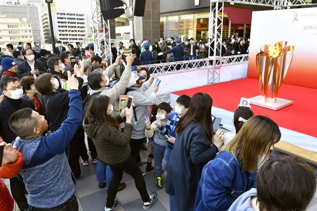 Tiotusentals människor samlade för att få en glimt av OS-elden.