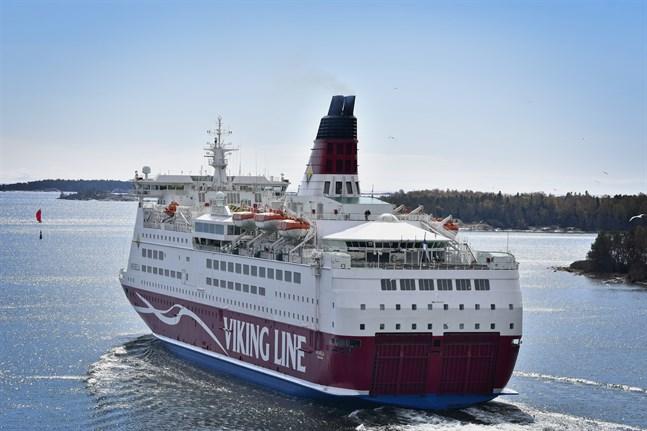 För att försäkra försörjningsberedskapen fortsätter rederierna att trafikera mellan Åbo och Stockholm.