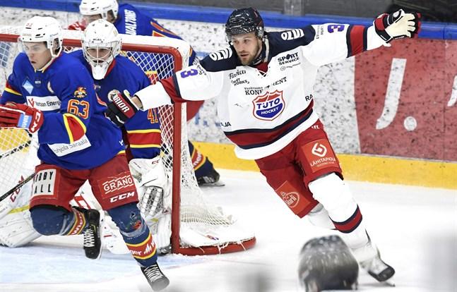 Jonne Virtanen i TUTO Hockey-dressen i höstas. Rykten placerar honom i Sport nästa säsong.