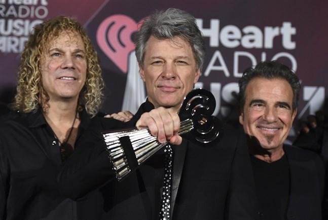 David Bryan till vänster har drabbats av coronaviruset. Här tillsammans med Jon Bon Jovi och Tico Torres. Arkivbild.