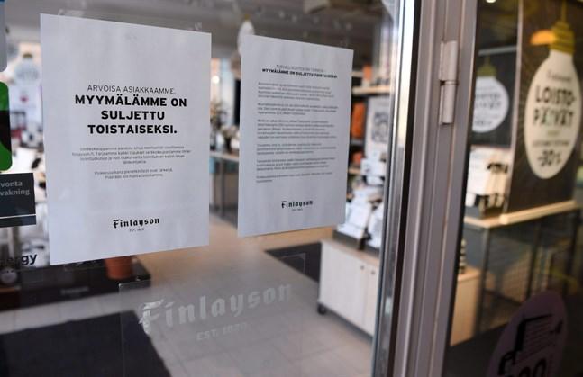 En lång rad affärer och restauranger har tvingats stänga på grund av coronakrisen. Textiljätten Finlayson meddelade på måndagen att bolaget tillfälligt stänger alla sina butiker och permitterar 140 personer på grund av coronaviruset.