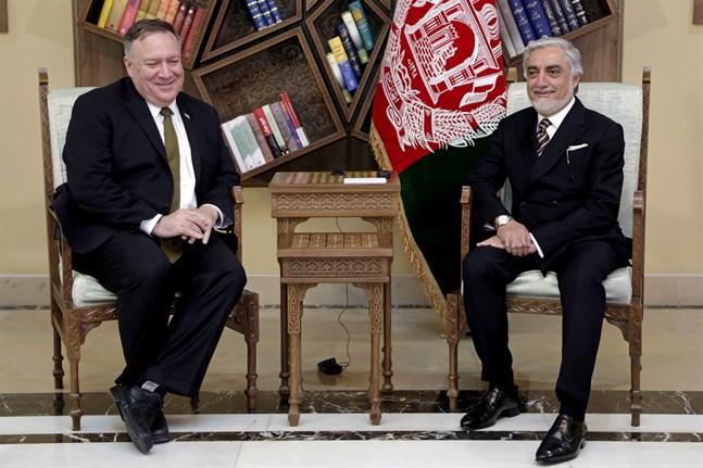 USA utrikesminister Mike Pompeo, här med Abdullah Abdulla i en bild från måndagen.