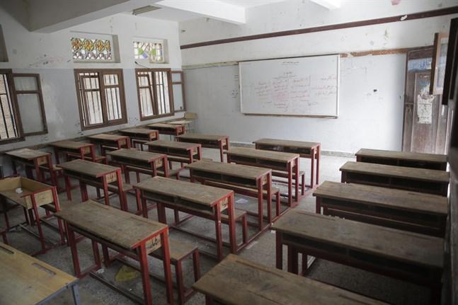 Et tomt klassrum i Sanaa, sedan skolorna som en preventiv åtgärd stängt för att förhindra spridningen av det nya coronaviruset. Bilden från den 15 mars.