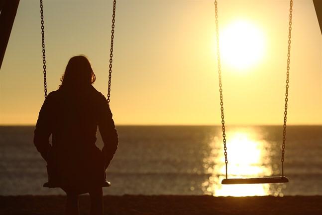 Nånstans i allt detta ser jag också en existentiell ångest som lägger sig över oss. Frågorna smyger sigpå oss i ensamheten, skriver Leif Westerlund. Kommer mina egna nära och kära att klara sig,kommer jag själv att klara mig?