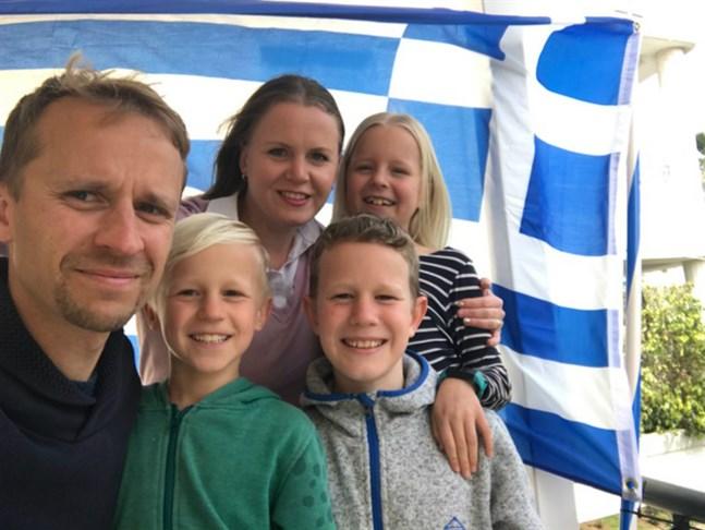 Martin, Eliah, Hege-Elise, Kaleb och Rebecka Sandås sitter fast i Aten på grund av utegångsförbudet.