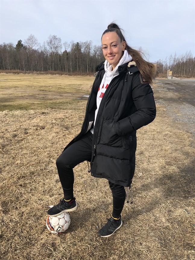 Hemma i Karleby kan Linda Nyman träna utomhus.