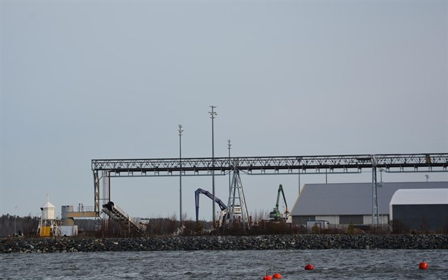 Hamnbolaget i Kaskö planerar nya investeringar och ska låna sju miljoner.