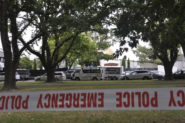 Avspärrningar utanför al Noor-moskén i centrala Christchurch, dagen efter skjutningen.
