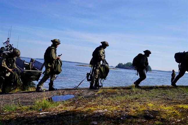 Det är oklart hur resebegränsningarna kommer att påverka beväringarna vid Nylands brigad.