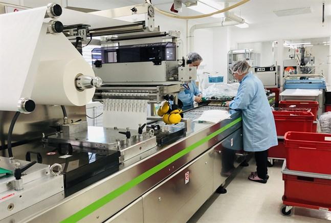 Steril förpackning av sjukhusprodukter på Fluorplast i Petalax.