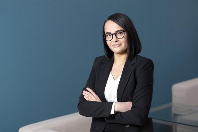 Företagarnas jurist Karoliina Katila uppmanar företag att ta kontakt med banker, försäkringsbolag och hyresvärdar.