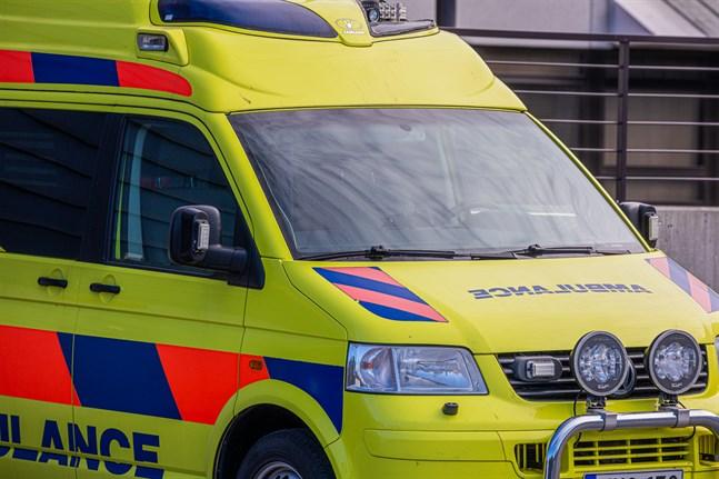 Ambulans tillkallades till kollisionen i Nykarleby på tisdagsmorgonen, men ingen människa skadade sig.