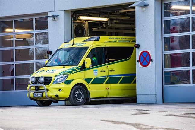 En person i räddningsmanskapet hamnade själv i en trafikolycka när han skulle göra en utryckning till ett sjukdomsfall i Purmo.