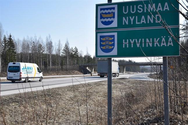 Vid niotiden på fredagskvällen var det ännu öppet om isoleringen av Nyland skulle hinna träda i kraft natten till lördag.