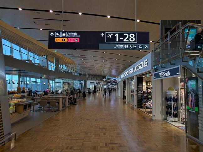 Coronaåtgärderna på Helsingfors-Vanda flygplats har blivit striktare.