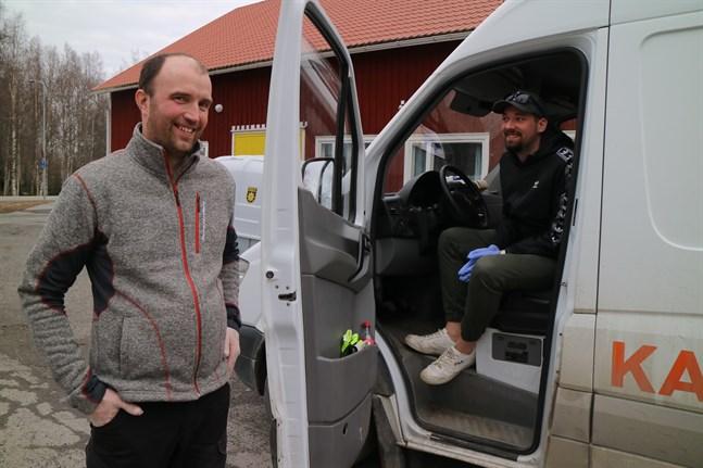 Thomas Holm och chauffören Roope Hanhikoski har bråttom att köra ut mat nuförtiden men han stanna ett par minuter i Ventus för att prata om situationen.