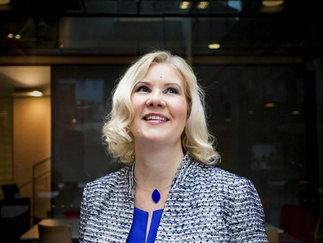Professor Kirsti Lonka tror att situationen kan tvinga samhället in i nya sätt att göra saker digitalt.