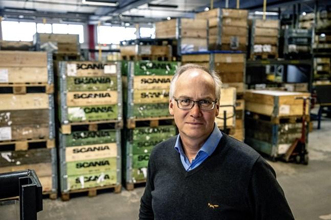 Stefan Ottosson är vd för Nordiq Group, med kontor på fabriken i Habo norr om Jönköping. Han vädjar om att fordonstillverkarna ska starta sin produktion igen, om än på sparlåga, för att rädda underleverantörerna.