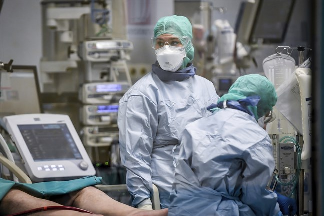 Italienska läkare jobbar med viruspatienter. Arkivbild.