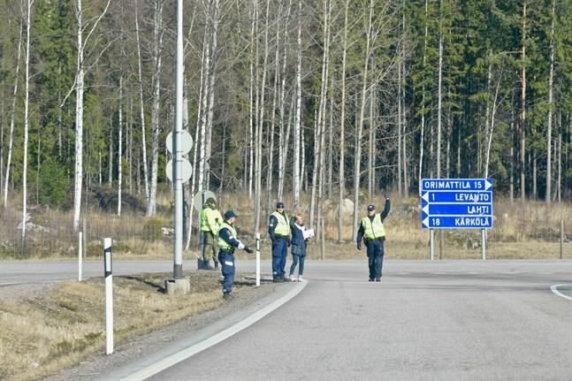 En 65-årig nyländsk man vägrade upprepade gånger under lördagen att stanna för polisens vägspärrar vid Nylands gränser.