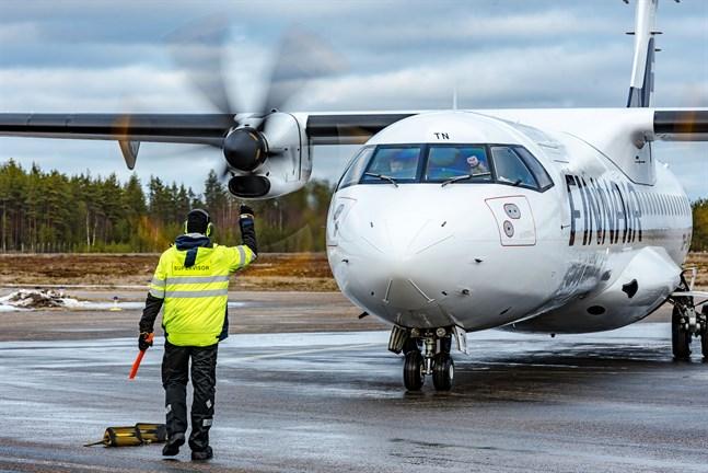 Lettiska RAF-Avia fyller inte kraven på flyg till Kajana och nu förhandlar Traficom med danska DAT.