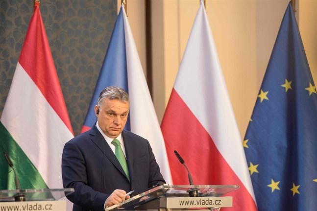 Finländska Europaparlamentariker reagerar med oro på Ungerns undantagstillstånd.