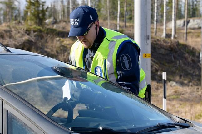 Polisen har kontrollerat gränsen till Nyland sedan i lördags.