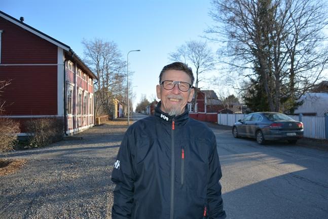 Carl-Gustav Mangs får Hagforsmedaljen för att han målmedvetet värnat om utbildning och kulturutbud på svenska.