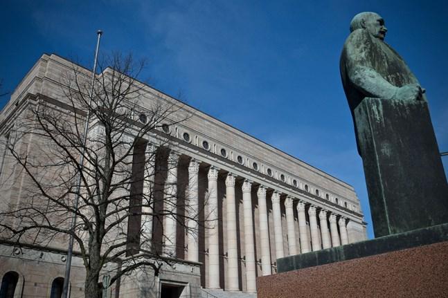 Riksdagsledamöterna diskuterade coronakrisen på onsdagen.
