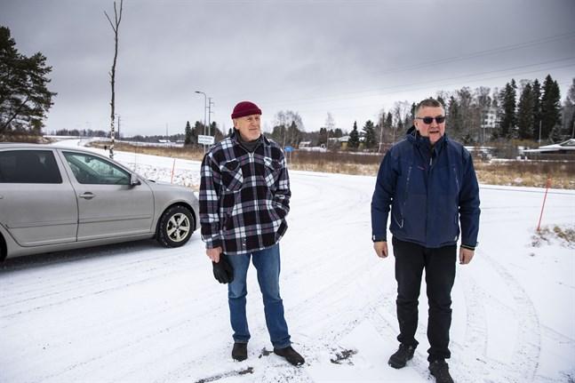 Birger Boij och Jan Engman vid anslutningen mellan Gamla Bölevägen och Bölevägen.