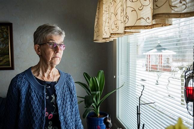 Maj-Britt Näse i Kronoby är orolig för att hälsan påverkas på lång sikt av att kontroller inte görs.