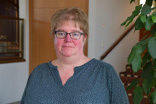 De tillfälliga lokaler som används för småbarnspedagogiken är inte de bästa alla gånger, säger Ann-Christin Häggblom. Hon hoppas i flera fall på mera permanenta lösningar.