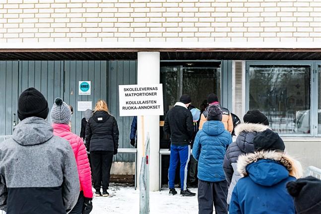 Det blir distansundervisning och skolmatsutdelning i Jakobstad igen. Denna bild togs den 2 april 2020.