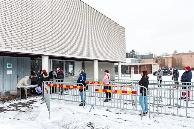 Blir det igen distansundervisning och matutdelning vid Oxhamns i Jakobstad nästa vecka? Eller får eleverna återvända till skolan?
