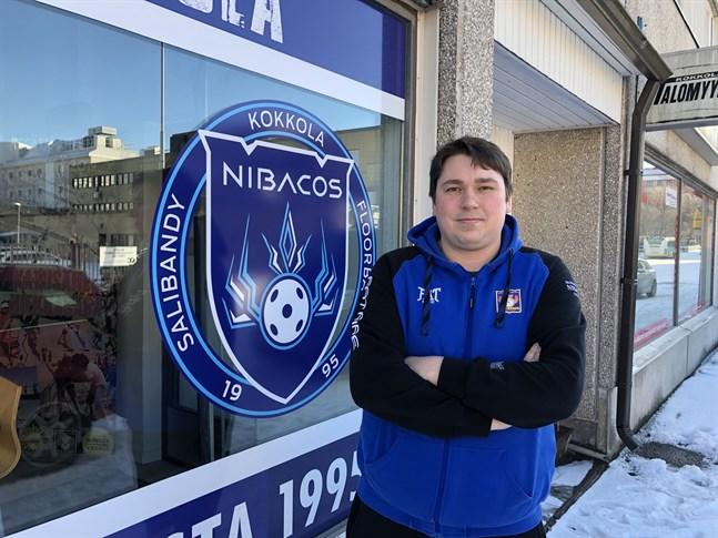 Jani Ollikainen är ny tränare för Nibacos. Han välkomnar den nya serienivån mellan ettan och tvåan.