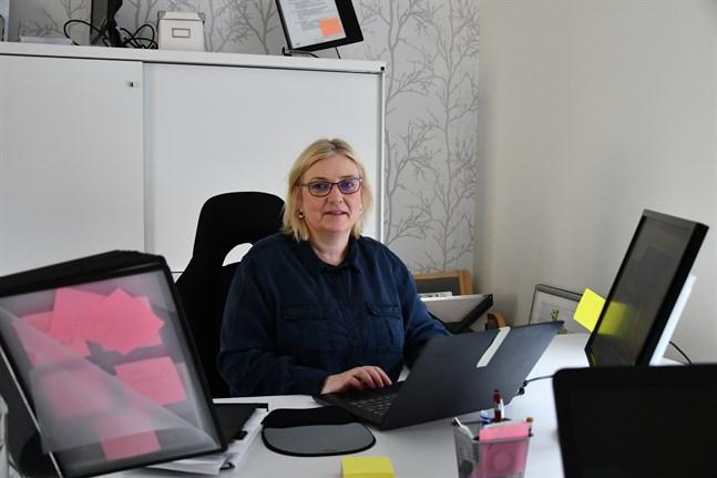 Helena Patoranta ska jobba som företagsrådgivare på deltid fram till årsskiftet och förstärker därmed näringslivscentralens team i coronatider.
