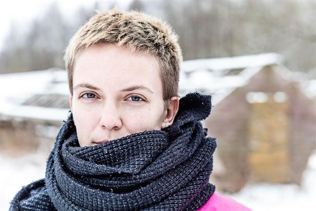 Lina Bonde är författare, genusvetare och verksamhetsledare på Regnbågsankan samt kolumnist för Österbottens Tidning.