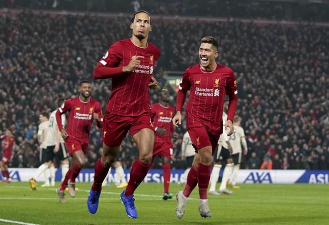 Virgil van Dijk (vänster) och Roberto Firmino (höger) var bara två segrar ifrån att vinna Premier League med Liverpool när coronakrisen stoppade ligaspelet. Arkivbild.