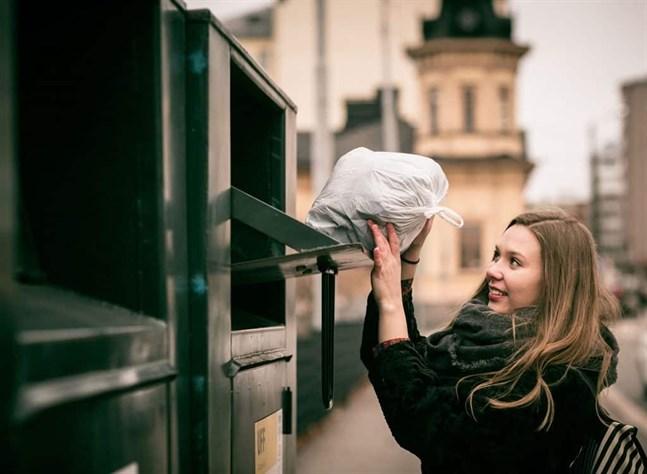 U-landshjälp från Folk till Folk (UFF) ber alla finländare att vänta med att donera sina gamla kläder till återvinning tills coronaepidemin är över.
