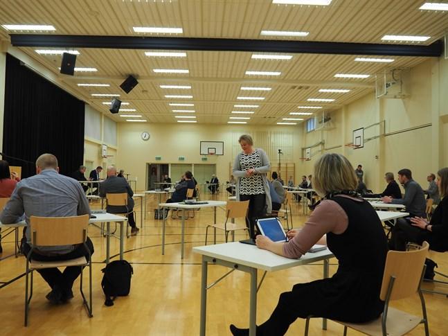 Måndagens fullmäktigemöte hölls i Anderssénsalen för att ge mötesdeltagarna möjlighet att hålla avstånd.