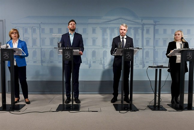 Ministrarna Anna-Maja Henriksson, Timo Harakka, Pekka Haavisto och Maria Ohisalo höll info redan klockan 8 i morse.