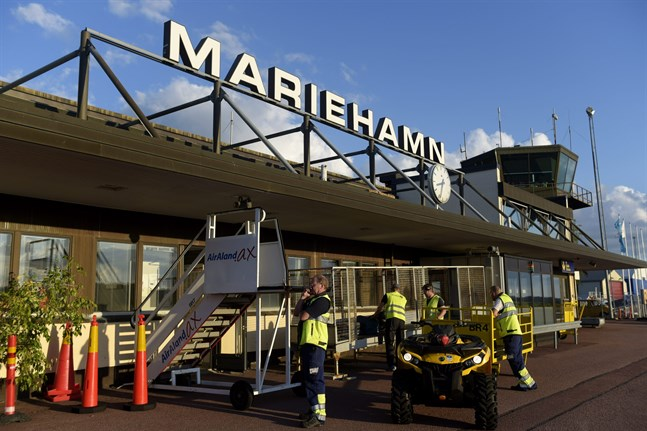 Doctors and nurses from Turku are being sent to Mariehamn to support local healthcare services, as cross-border restrictions lead to staff shortages in Åland. The picture is from the airport of Mariehamn.