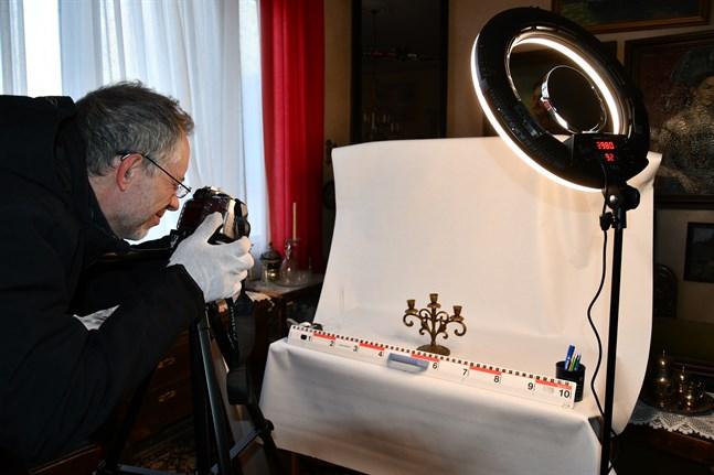 Simövervakaren Peder Sahl omplacerades och dokumenterar nu samlingarna vid Carlsro museum.